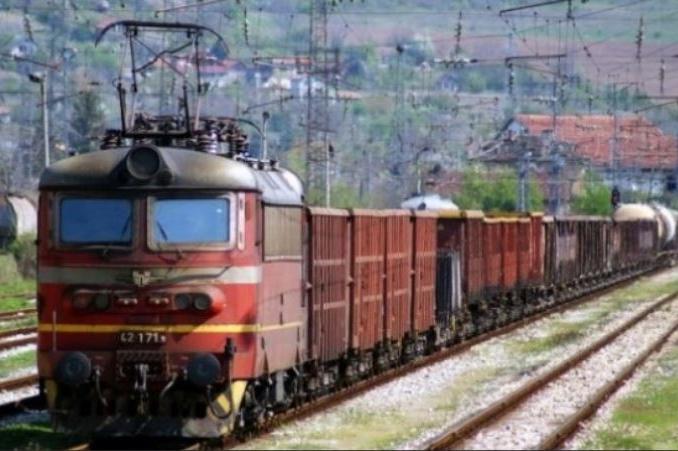 """Товарен влак дерайлира на гара """"Илиянци"""" в София"""