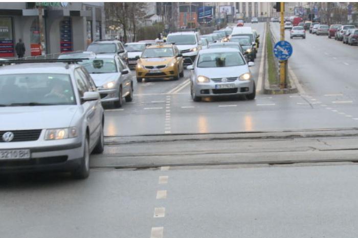 Заблуждаваща маркировка на кръстовище в София създава зрителна измама