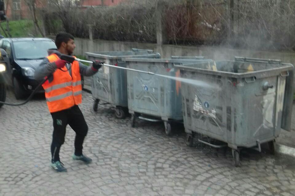 В Люлин и Илинден дезинфекцират контейнерите за отпадъци