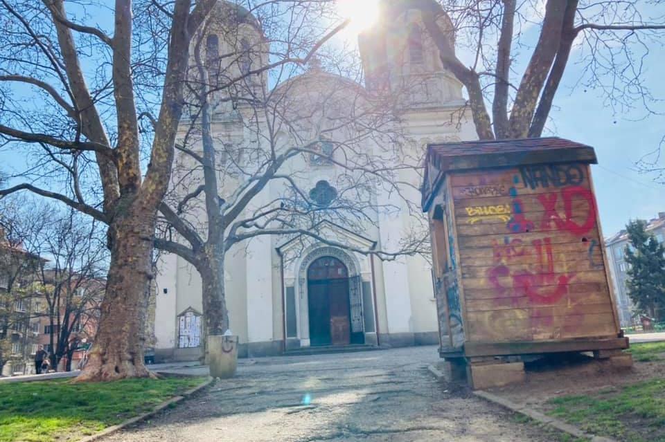 """В """"Триадица"""" ремонтират градинката около храма """"Св. Вмчк Георги Победоносец"""