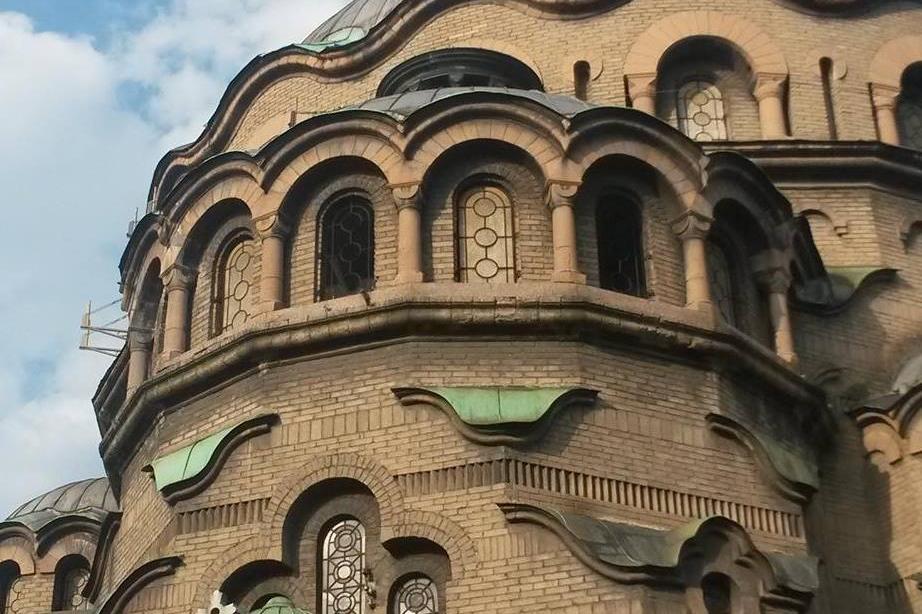 За Великден: Мият с дезинфектант столичните храмове и черкви