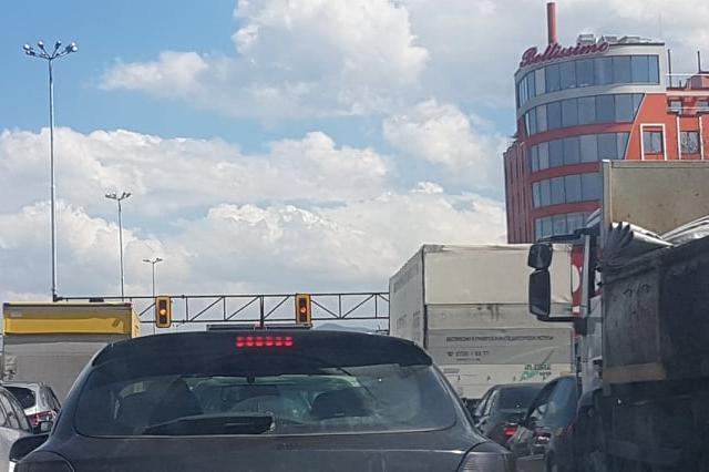 """Светофарът на кръстовището на """"Цариградско шосе"""" и """"Горубляне"""" не работи"""
