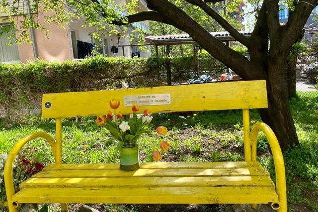 """Направиха пейка на Татяна Лолова в столичния квартал """"Гео Милев"""" (СНИМКИ)"""