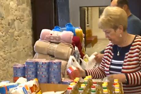 Бездомниците около Централна гара в София получават одеяла и храна от Бачко