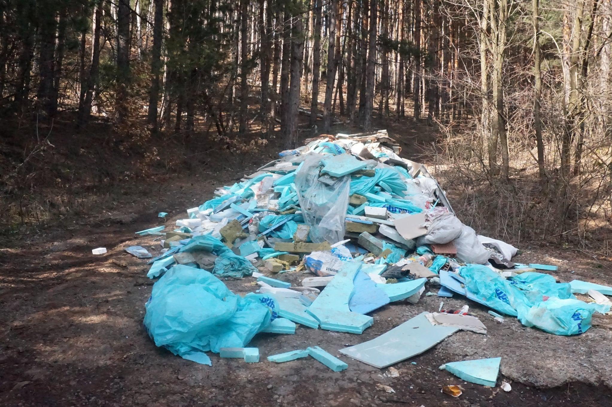 Изолационни материали засипаха пътя към село Клисура