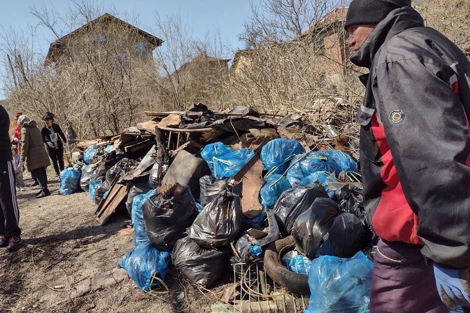 Жители на банкя заедно с кмета събраха тонове боклуци край Вердикал