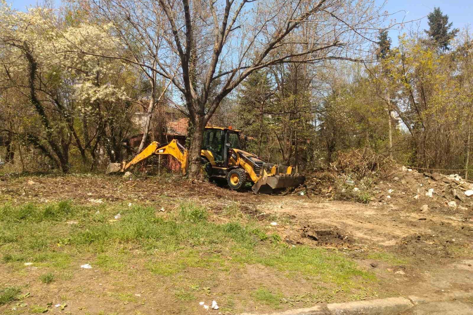 """Събориха изоставена постройка на общинска земя в """"Гоце Делчев"""""""