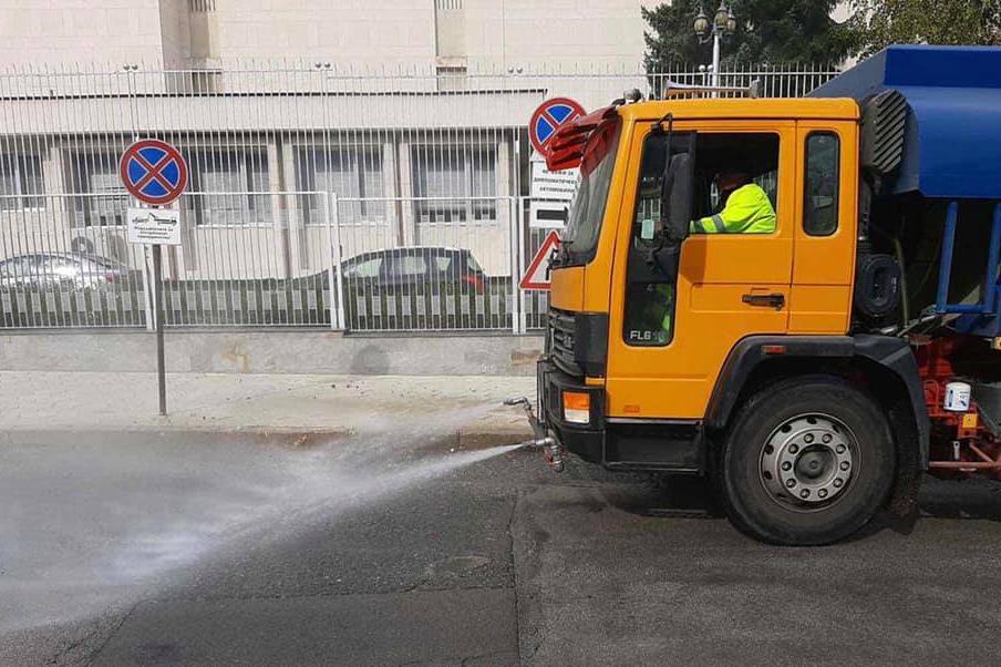 """Подготовка за пролетта в """"Изгрев"""": Мият улици и булеварди, косят тревата, к"""