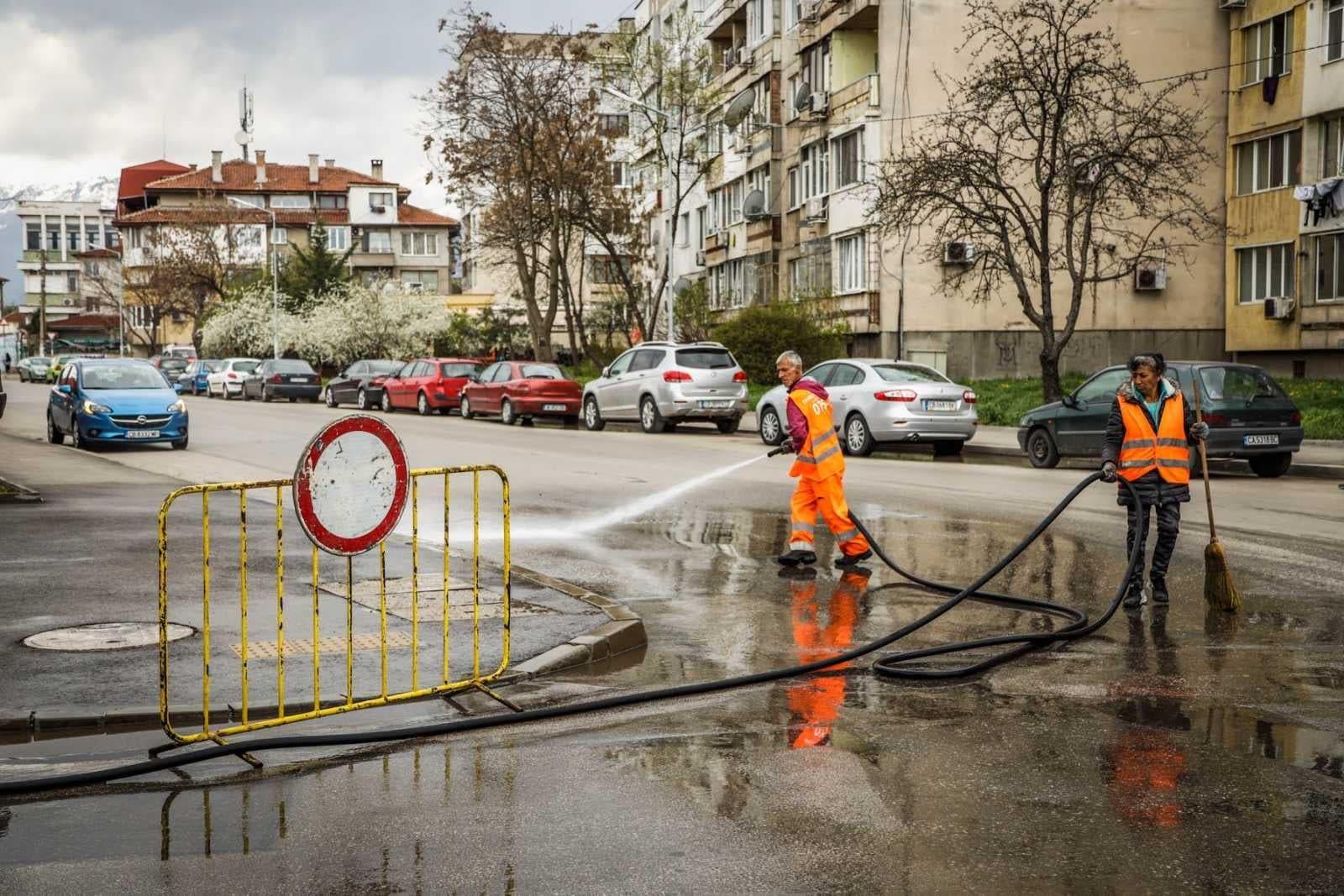 Зам.-кметът по екология и районният на Сердика инспектираха миене на улици