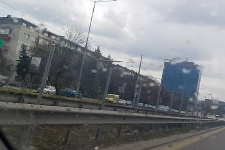По Цариградско поставиха предпазни мрежи срещу пешеходци