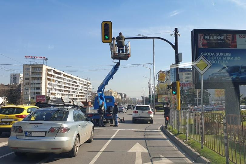 """Ремонт на светофар предизвика задръстване на """"България"""""""
