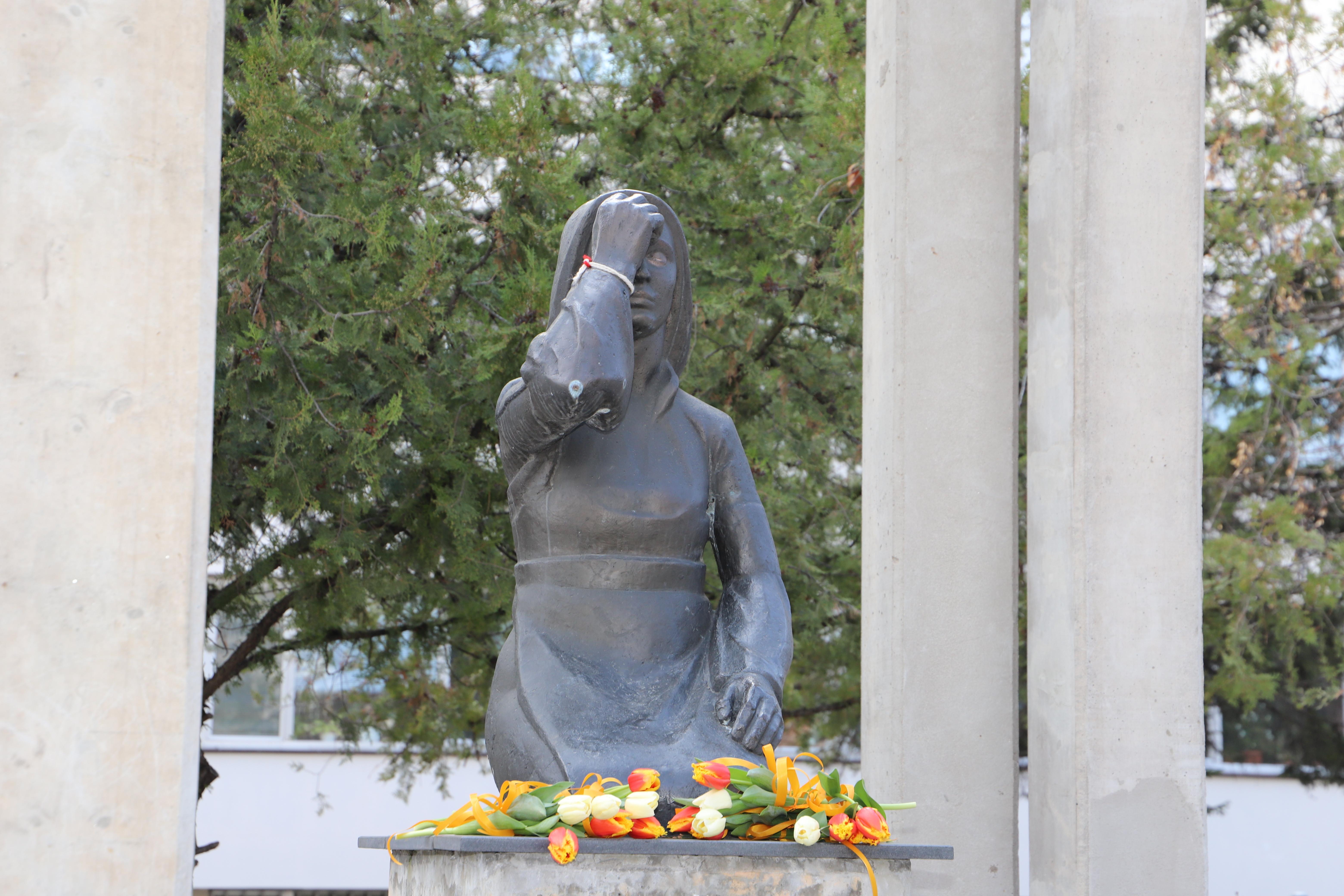 От ВМА почитат медиците, загинали в битката с COVID-19, с минута мълчание и