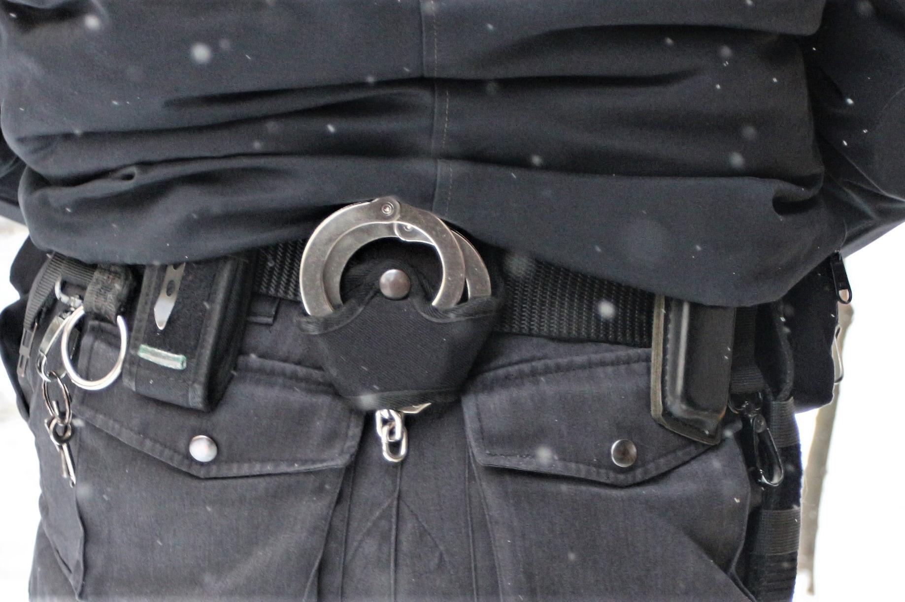 В Люлин арестуваха чужденец, търгувал с български документи за самоличност