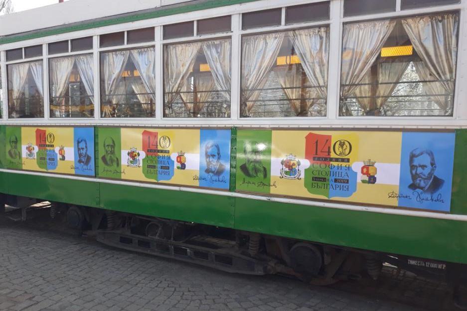 Атракция за столичани: Ретро трамваят става цирк на колела
