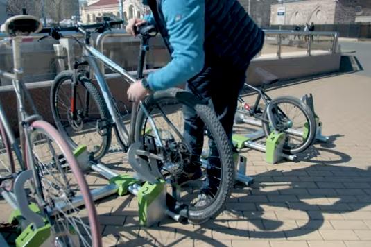 """На три места в София вече има """"умни"""" стойки за велосипеди"""