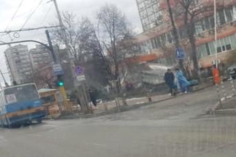 """Два месеца след драмата с кабела-убиец: Вдигат павилионите пред болница """"Св"""