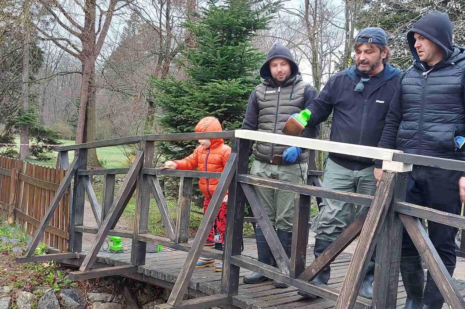 Куриерска фирма ремонтира мостчетата във Врана и бяха засадени 12 000 фидан