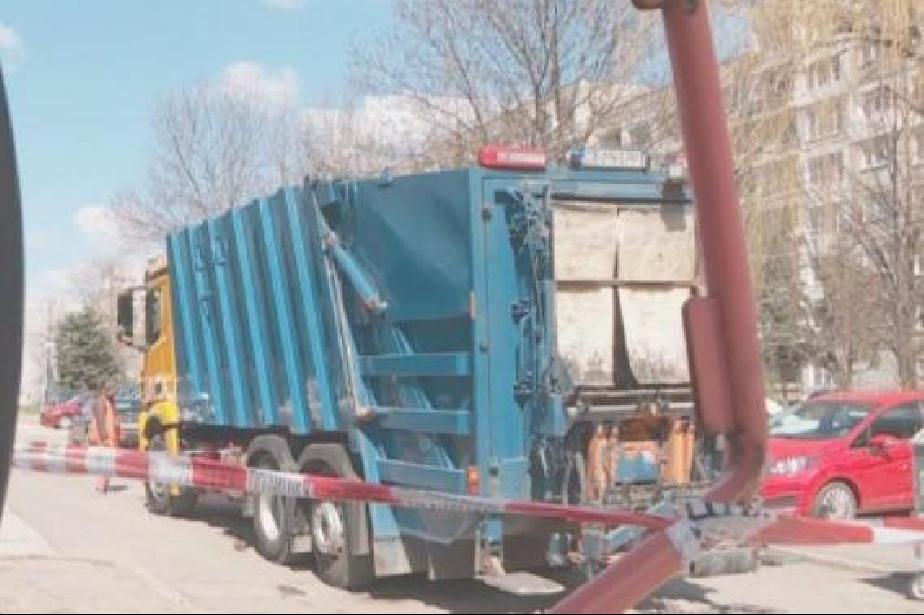 Детето, блъснато от боклукчийския камион в Люлин, е с травма на главата