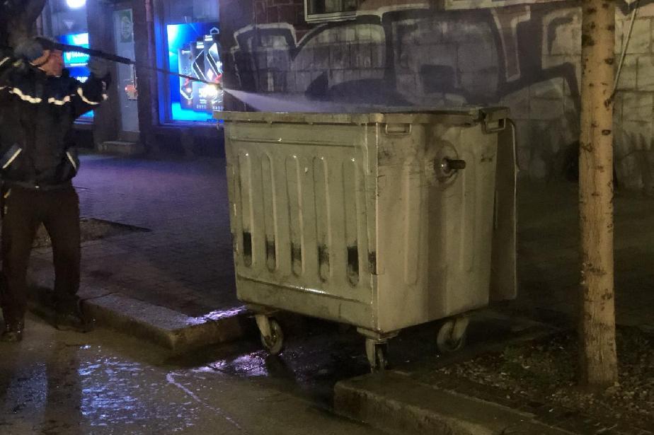 """В """"Оборище"""" дезинфекцират контейнерите за битов отпадък"""