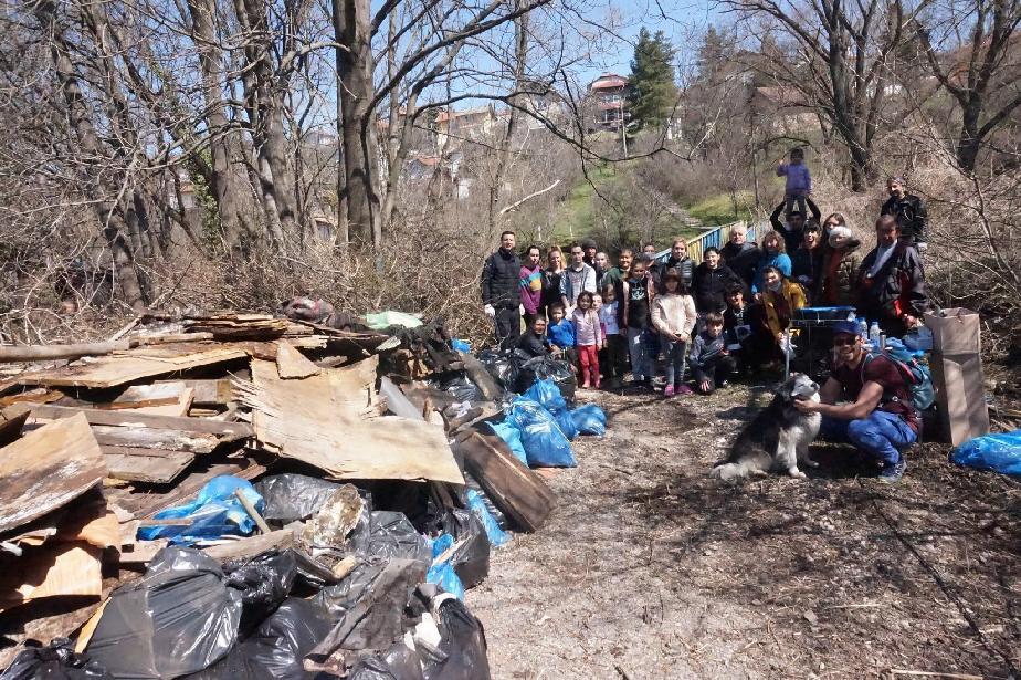 """Събраният боклук при почистването на квартал """"Вердикал"""" вече е извозен"""