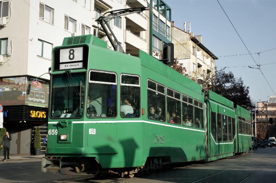 Зам.-кметът по транспорт и директорът на ЦГМ спориха за трамвайната спирка