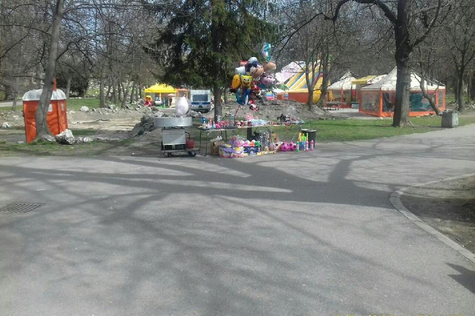 """Глоби в парк """"Св. Троица"""" за търговия на открито без разрешение"""