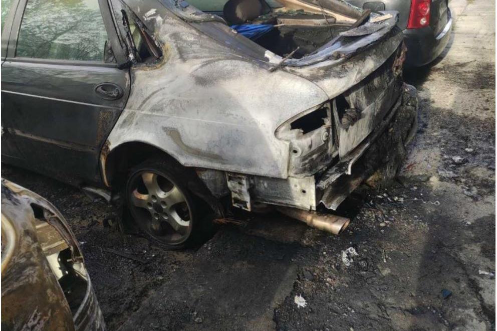 """Два автомобила изгоряха в """"Дружба 2"""""""