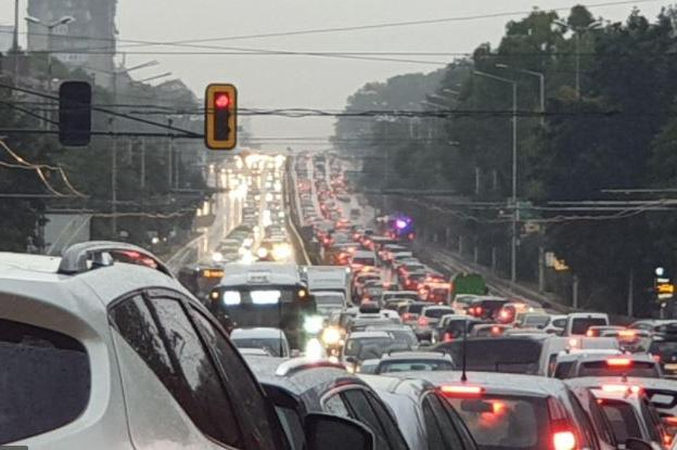Близо половин милион коли са излезли от София за празниците