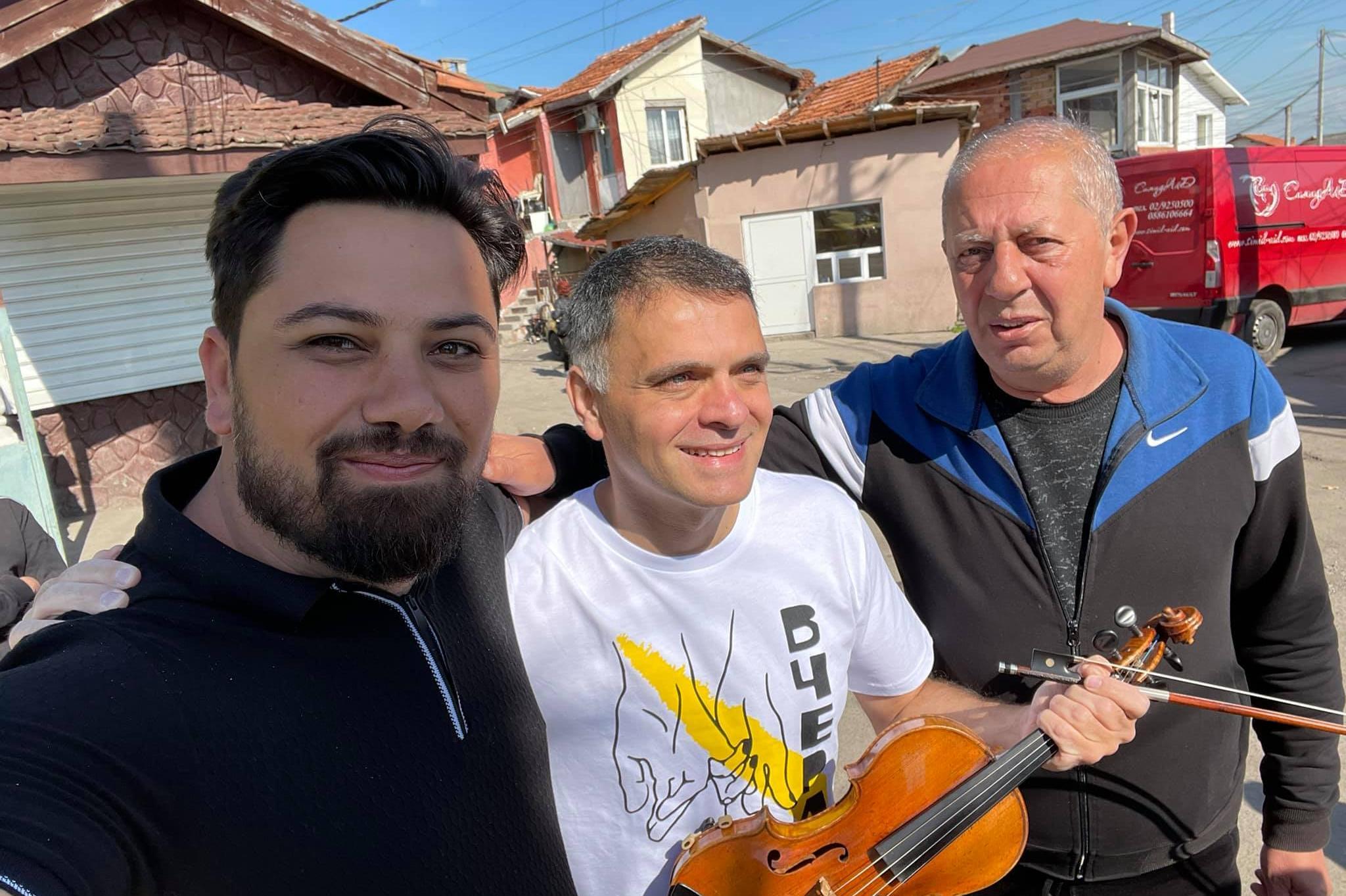 Цигуларят Васко Василев снима клип във Филиповци