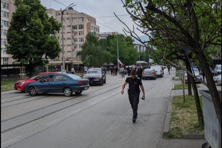 "Протест блокира движението по бул. ""Черни връх"""