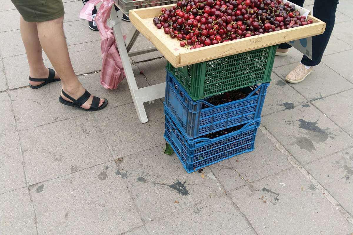Столичен инспекторат глоби търговци на череши в района на спирка Плиска (СН