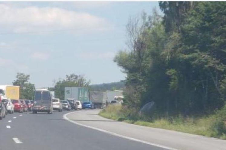 Възстановиха движението при км 84 на път I-6 Перник - София