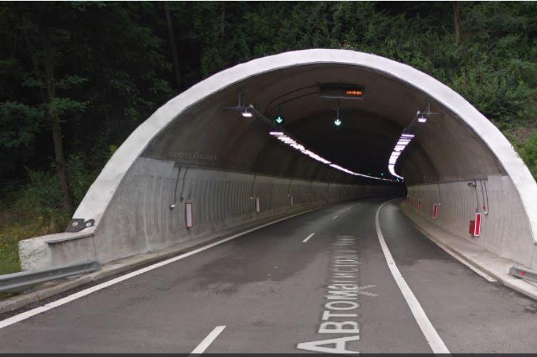 """Движението в тунел """"Ечемишка"""" към София е ограничено"""
