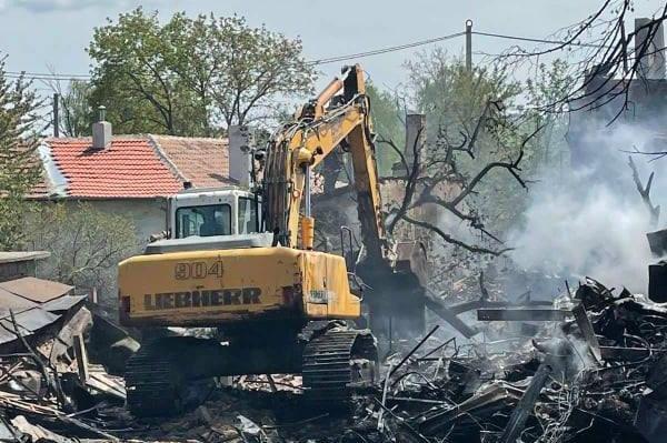 """АПП разчисти руините на опожарените къщи в """"Орландовци"""" (СНИМКИ)"""