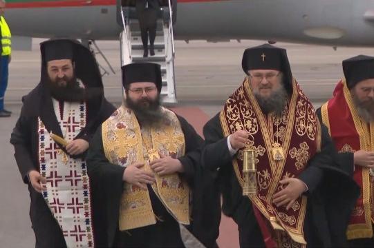 """Благодатният огън пристигна на летище """"София"""" от Йерусалим"""