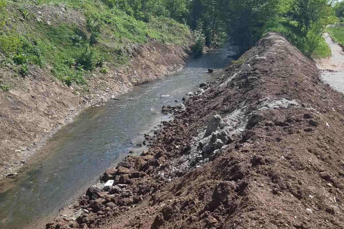 Проверка на възстановената дига на река Банска