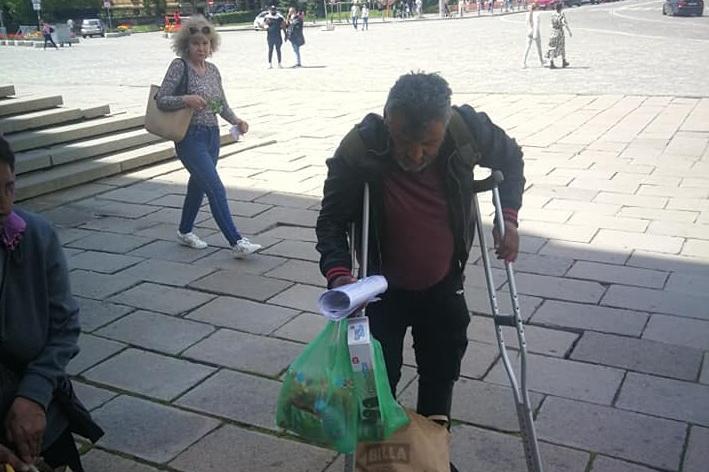 """От фондация """"Хора с големи сърца"""" оставиха козунаци на ключови места в Софи"""