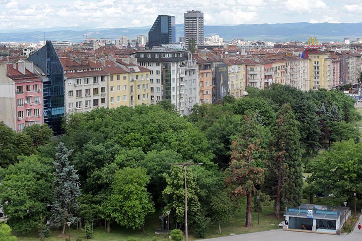 В София паркоместата и гаражите се търгуват колкото едностаен апартамент