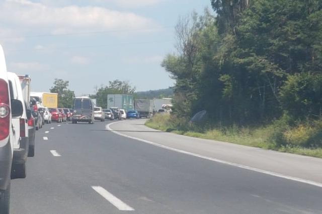 Частични ремонтни по пътя Ботевград - София