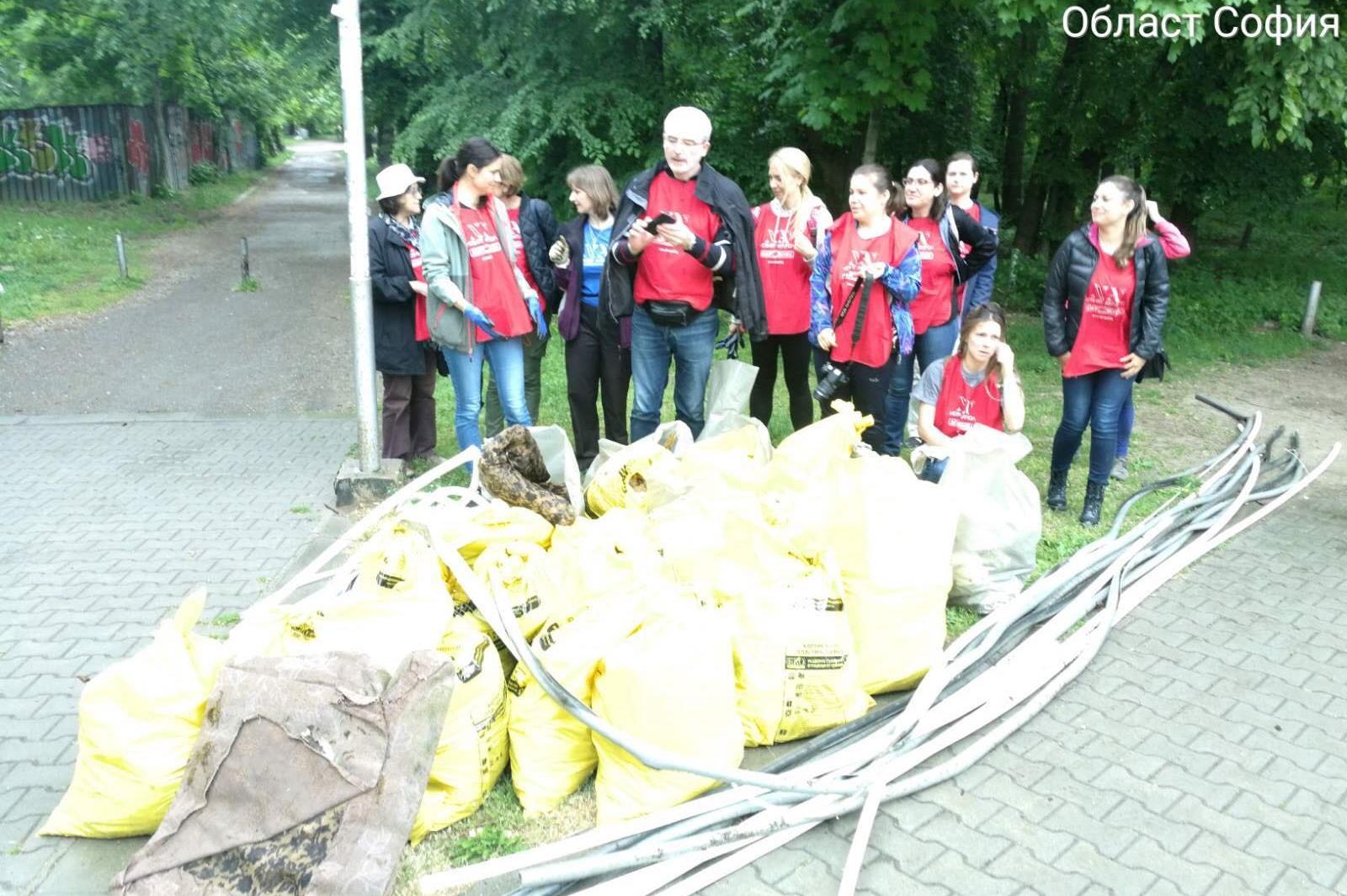 Пролетно почистване започна в различни части на София