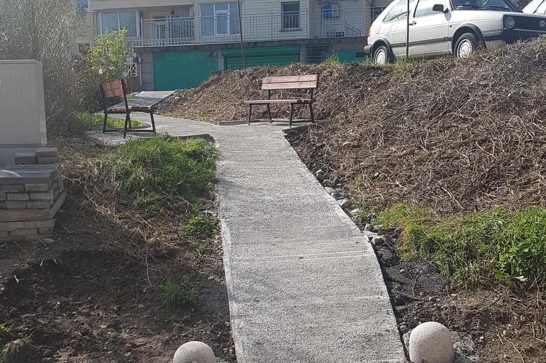 От район Витоша изградиха алея и пейки на ул. Райска градина