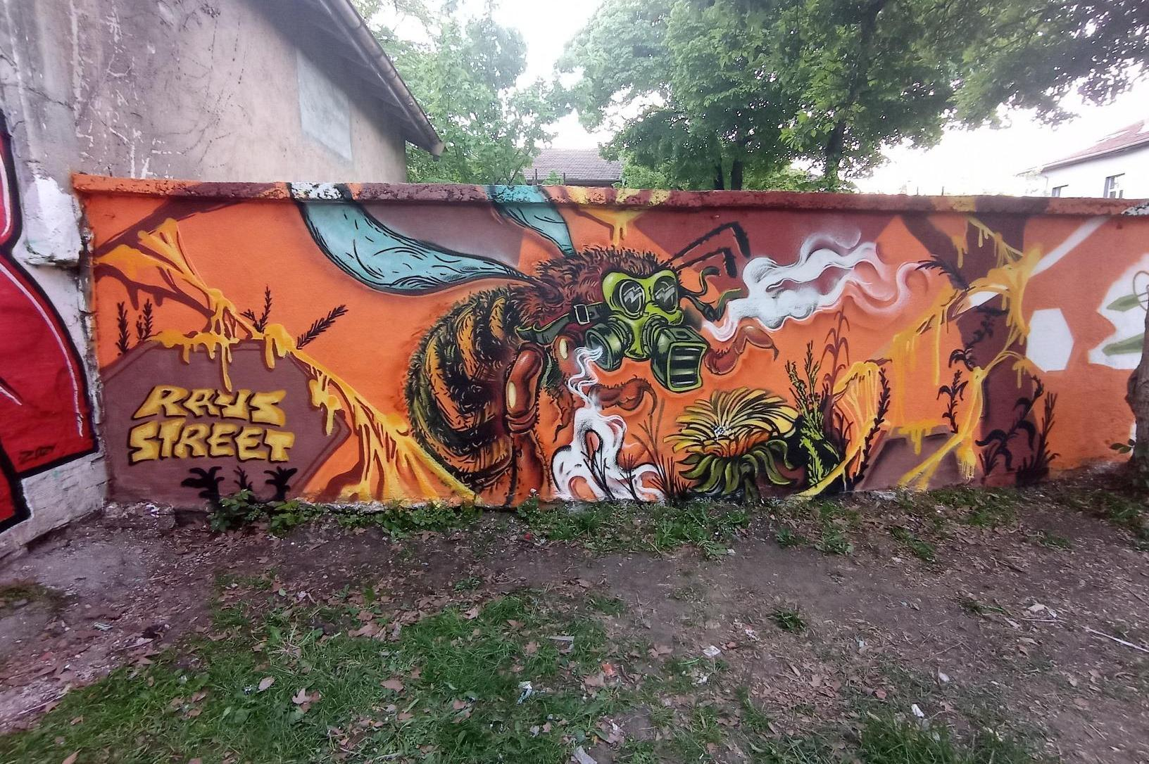 """В парк """"Свети Никола"""" рисуват върху 30- метрова стена за Международния ден"""