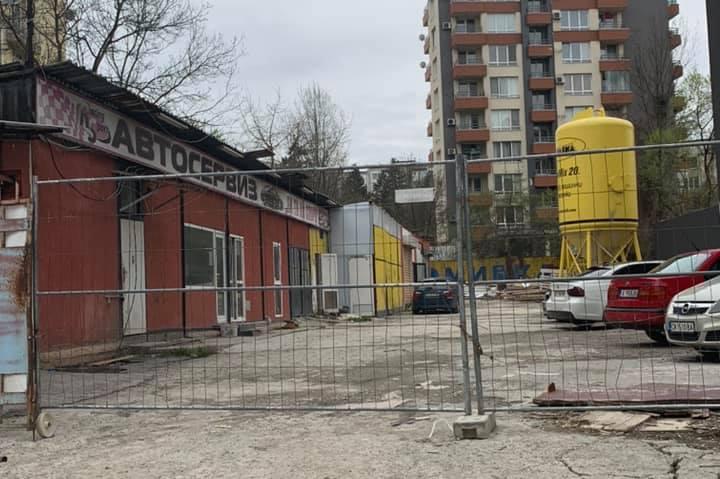 """Разрушават незаконни постройки на общинска земя на ул. """"Св. Пимен Зографски"""
