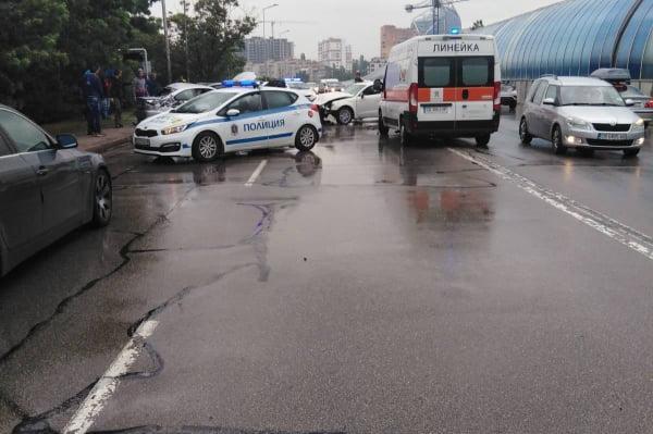 "Катастрофа с три коли на ""Драган Цанков"", двама пострадали"