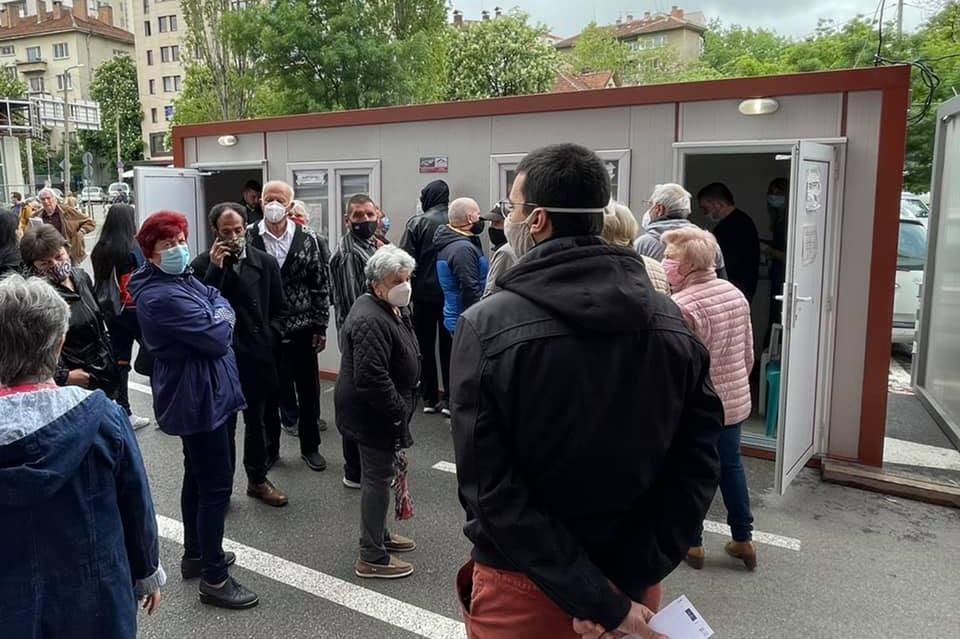"""Удължено работно време на центъра за ваксиниране пред """"Пирогов""""- до 23 часа"""