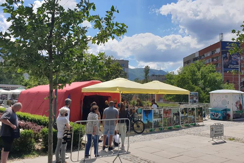 В столицата ваксинират срещу COVID-19 в Южен парк, Борисовата градина и на