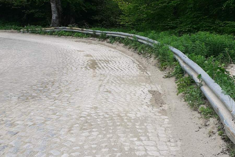 """В Природен парк """"Витоша"""" чистят пътищата от пясъка, ползван през зимата"""