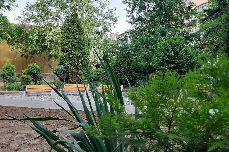"""Изграждат нова градинка на ул. """"Клисура"""" в """"Хаджи Димитър"""" (СНИМКИ)"""