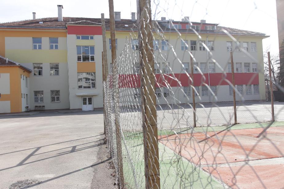 В София и страната: Учениците под карантина се явяват на матури в отделна с