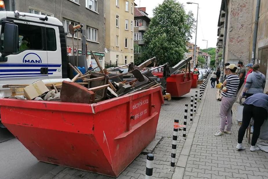 """От кино """"Влайкова"""" със специална прожекция за доброволците, които чистиха"""